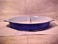 VINTAGE Pyrex WHITE & BLUE 1 1/2 Quart Oval Divided Baker Casserole Dish #17 USA