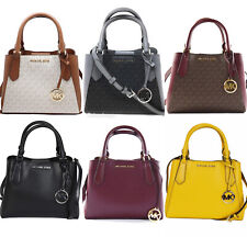 Pequeño East West Michael Kors Kimberly con correa larga transversal