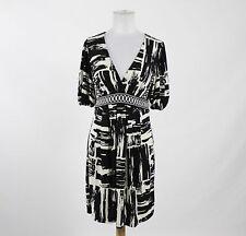 BCBG MAX AZRIA black white print short sleeve V-neck above knee stretch dress M