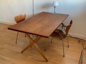 Hans J. Wegner Tisch Modell AT-303