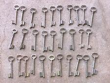 n° 39  Lot 30 clés anciennes de porte serrure clef / déco Clef table de mariage