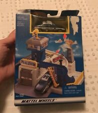 Vintage Hot Wheels 1998 New  Police Station   Police Car