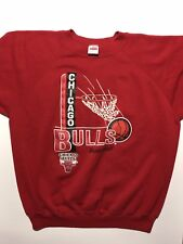 VTG CHICAGO BULLS BASKETBALL RED MENS CREWNECK SWEATSHIRT SIZE: XL
