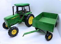 ERTL John Deere 3232 Row Crop Farm Tractor with Barge Wagon Trailer 1:16 scale
