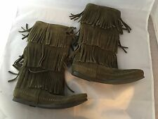 NEW Minnetonka 3 Layer Fringe Boot, Olive Green Suede 1635F, Women Size 6, $100