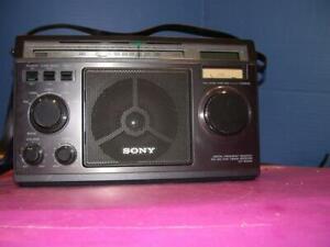 SONY  SW DIGITAL FREQUENCY READOUT PORTABlE RADIO