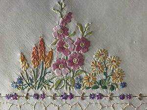 EXQUISITE VINTAGE HAND EMBROIDERED TABLECLOTH~BEAUTIFUL FLORAL GARDENS