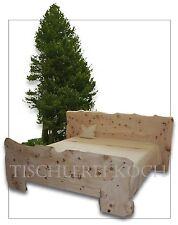 Zirben-Bett / Massivholzbett aus Zirbenholz mit Baumkante / Unikat