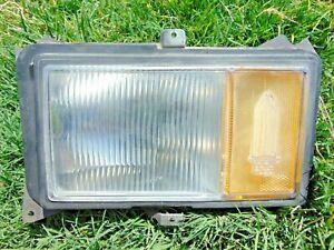 77-79 Cadillac Deville Front Corner Marker Light Assembly RH Pass 2 Broken Tabs