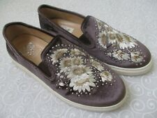 $109 VINCE CAMUTO BRANDIA BROWN EMBROIDERED VELVET SNEAKERS SIZE 9 W - NEW