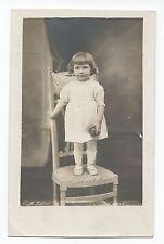 BP030 Carte Photo vintage card RPPC Enfant fillette montée sur une chaise