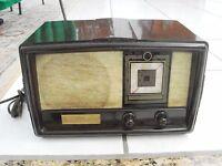 Constellation Model 1135  Bakelite Radio Vintage Small , no cardboard back,works