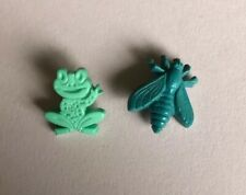 Vintage Realistic Frog & Bee Plastic Buttons 120-16