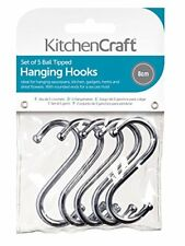 Égouttoirs, étagères et barres crochets en chrome pour le rangement de la cuisine