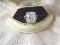 Antique Jewelry Art Deco Vintage Jewellery White Gold Ring with Sapphires