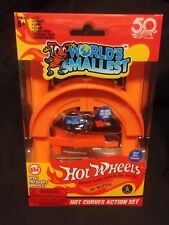 HOT WHEELS / CURVES RAMP ACTION SET with Exclusive Race Car - Worlds Smallest