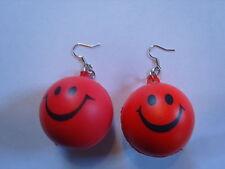 Ohrring mit lachenden rundem rotem Smiley Ball aus Gummi süsss 2192