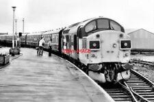 PHOTO  1985 MALLAIG RAILWAY STATION CLASS 37 DIESEL ELECTRIC LOCO NO 37111 SHUNT