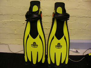 Typhoon Performance Adjustable Strap Boot Fins/ Flippers Size -Large