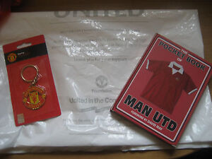 A NEW KEY RING POCKET BOOK AND CARRIER BAG ( MAN UTD )