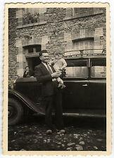 PHOTO ANCIENNE - VINTAGE SNAPSHOT - VOITURE ENFANT BÉBÉ HOMME EN SABOT - CAR
