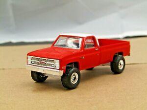 dcp/greenlight Custom lifted 1982 red/white GMC Sierra 2500 4x4 1/64.