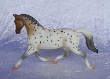 Breyer Modellpferd Traditional OF Misty's Twilight #410196 Flabehoppen