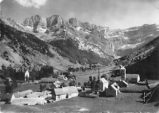 B97863 cirque de gavarnie le village massif du marbore france real photo