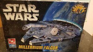 AMT STAR WARS MILLENNIUM FALCON SPACE SHIP  SCALE MODEL KIT