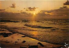 BR31421 Sur une mer calme le soleil deverse ses rayons d or Bretagne france