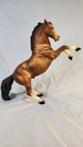 Breyer Coffee Bay Fighting Stallion #35 variation - great shading & eyewhites!
