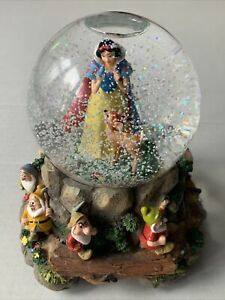 Walt Disney Heigh-Ho Snow White & The Seven Dwarfs Musical Snow Globe