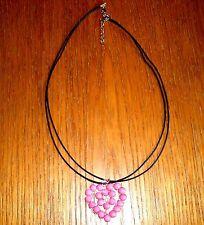 Handgefertigte Modeschmuck-Halsketten & -Anhänger aus Acryl mit Herz-Schliffform