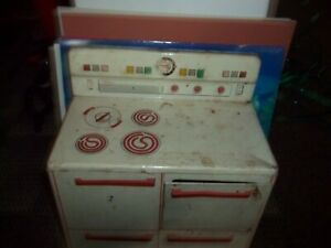 Vintage Mid-Century Metal Child's Wolverine Toy Electric Stove
