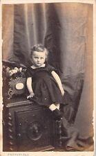 PHOTO CARTE DE VISITE - A. PROVOST TOULOUSE  -  ENFANT SUR UN COFFRE FORT