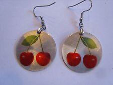 Ohrring kleine runde Form mit roten Kirschen  aus Aluminium 3383