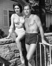 MODEL AND ACTRESS JEANNE CARMEN WITH LEX BARKER - 8X10 PUBLICITY PHOTO (SP368)