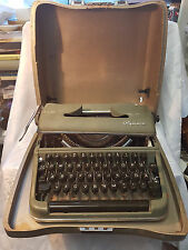 Alte Schreibmaschine Olympia Werke AG Wilhelmshaven mit Koffer