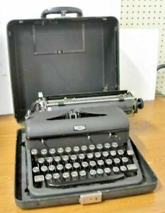 Vintage 1940's Royal Arrow Manual Portable Typewriter & Case; Mint Condition!
