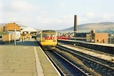 PHOTO  1989 STALYBRIDGE RAILWAY STATION 1989 A MANCHESTER VICTORIA - WAKEFIELD L