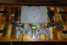 Sony Playstation 1 mit zwei Controllern, sehr guter Zustand und Originalkabeln