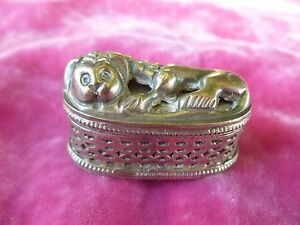 VINTAGE 900 SILVER PILL BOX IN THE FORM OF A SLEEPING LION