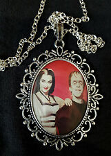 The Munsters Lily Herman grandes Collar Colgante Plata Antigua Goth 1960s TV