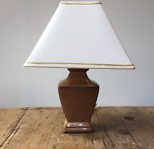 MED SIZE OLD GOLD CERAMIC TABLE LAMP WITH SQUARE SHADE