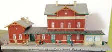 Jolie gare montée HO VOLLMER maquette maison train FALLER KIBRI figurines