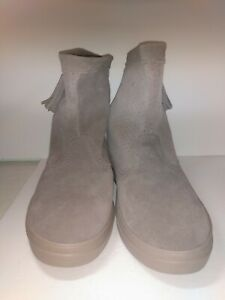 Womens Sz 9 CROCS Dual Comfort Suede Booties Ankle Boots Gray