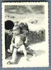 Vietnam, Enfants prenant la pose  Vintage silver print.  Tirage argentique d&#