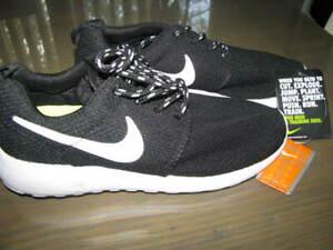 Womens Black & White Mesh NIKE ROSCHE Training Running Sneakers Sz 7 NWT