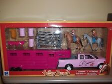 New Ray 1:20 Pink Pickup Truck w/ Horse Trailer SS-37035