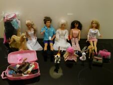 Barbie-Konvolut mit 6 Puppen (Barbie, Ken, Chelsea), Tiere, viel Zubehör ... gut